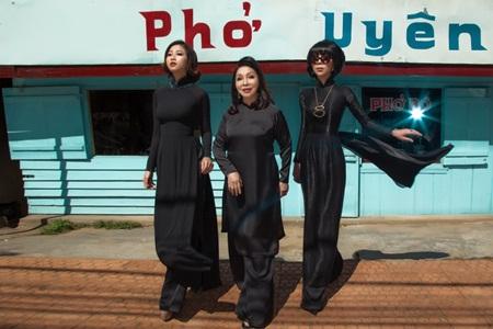 """NSND Bạch Tuyết, MC Trác Thuý Miêu, Liêu Hà Trinh làm """"nàng thơ"""" áo dài - Ảnh 7"""