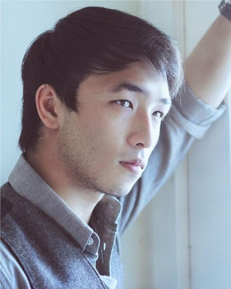 """Hé lộ nam chính sánh đôi cùng Lưu Diệc Phi trong """"Mộc Lan"""" - Ảnh 1"""