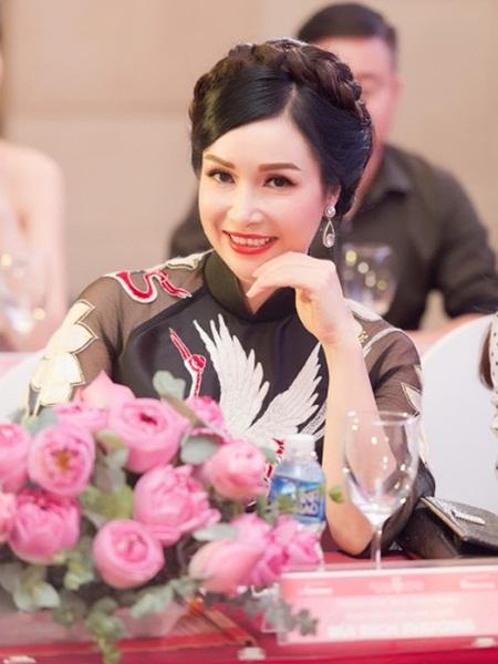 Đăng quang năm 17 tuổi, Hoa hậu Việt Nam đầu tiên Bùi Bích Phương giờ ra sao? - Ảnh 5