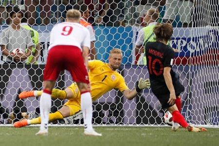 Croatia đi tiếp kịch tính, Modric suýt thành tội đồ - Ảnh 3
