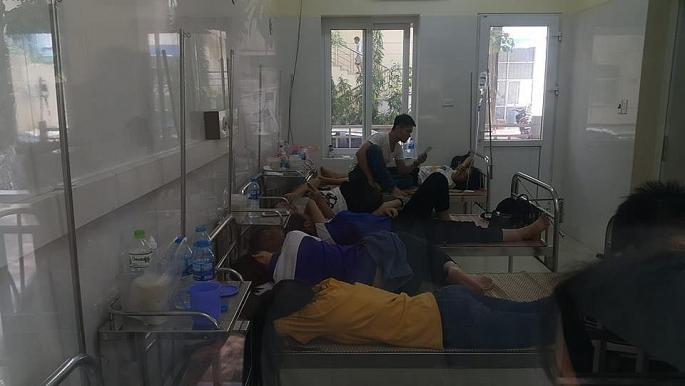 Hà Nội: Hàng trăm học viên nhập viện cấp cứu sau bữa ăn trưa - Ảnh 1