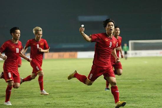Thủ tướng Nguyễn Xuân Phúc chúc mừng Olympic Việt Nam vào tứ kết ASIAD 18 - Ảnh 1