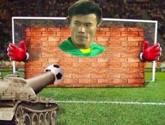 """Ảnh chế Olympic Việt Nam: """"Bức tường"""" Tiến Dũng và """"cầu thủ cao tuổi nhất"""" Văn Toàn - Ảnh 6"""