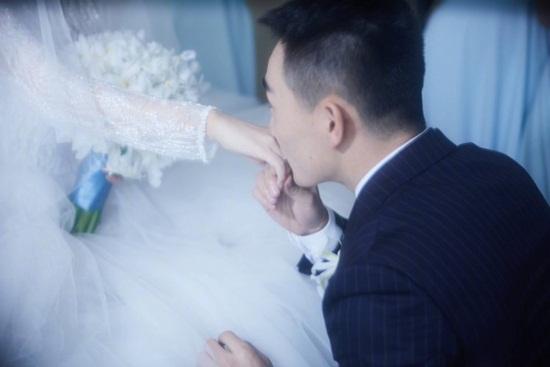 Trương Hinh Dư hé lộ ảnh cưới đẹp như phim ngôn tình với chồng quân nhân - Ảnh 2