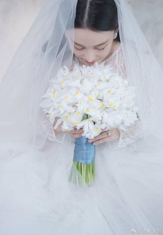 Trương Hinh Dư hé lộ ảnh cưới đẹp như phim ngôn tình với chồng quân nhân - Ảnh 1
