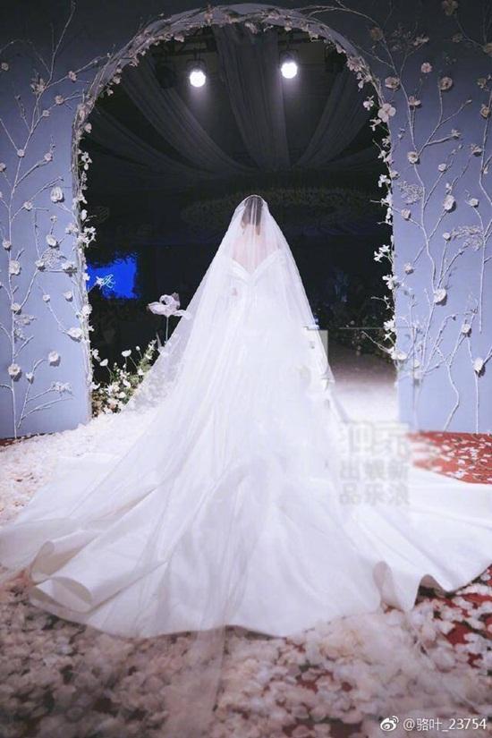 Trương Hinh Dư hé lộ ảnh cưới đẹp như phim ngôn tình với chồng quân nhân - Ảnh 3