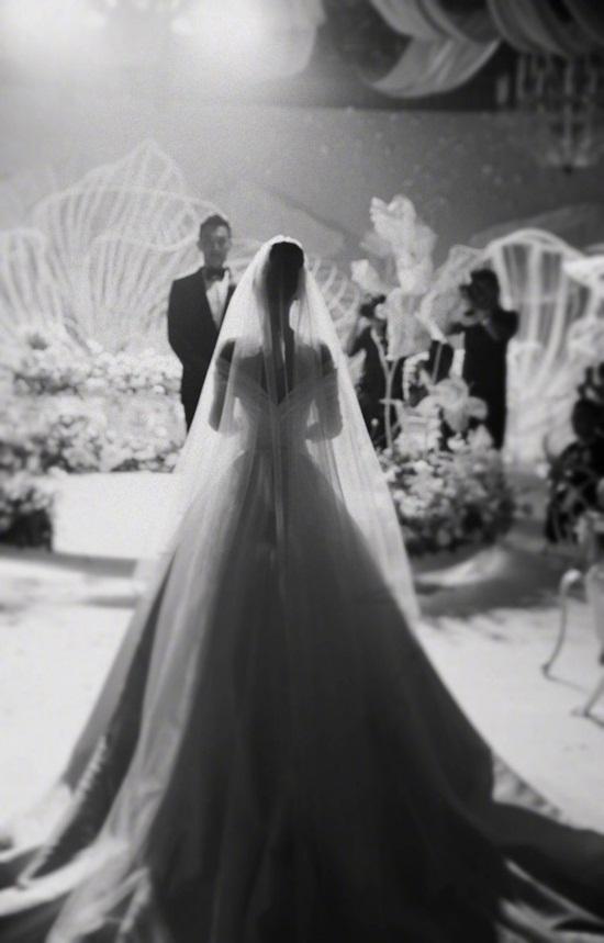 Trương Hinh Dư hé lộ ảnh cưới đẹp như phim ngôn tình với chồng quân nhân - Ảnh 4