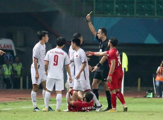 Olympic Việt Nam vắng cầu thủ quan trọng trận bán kết gặp Olympic Hàn Quốc - Ảnh 1
