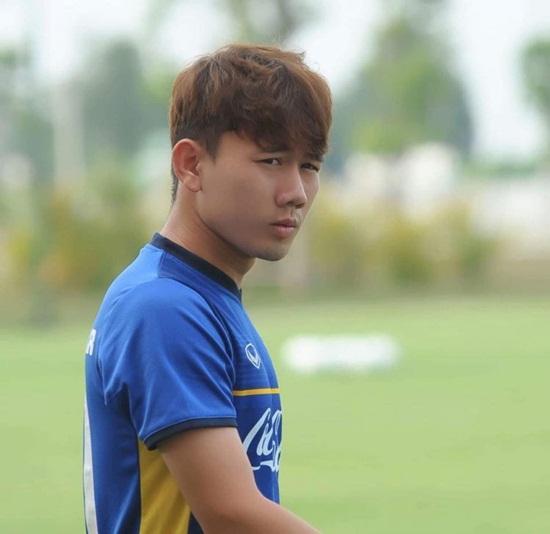 """Hé lộ về Minh Vương - tiền vệ điển trai """"xé lưới"""" U23 Hàn Quốc - Ảnh 2"""