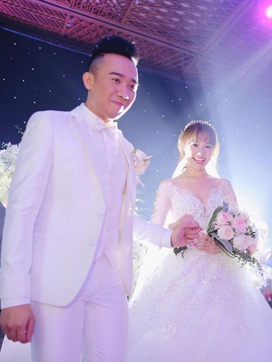 """Những đám cưới được thông báo """"phút chót"""" của showbiz Việt - Ảnh 4"""