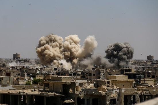 Phòng không Syria bắn chặn nhiều tên lửa Isarel nã vào sân bay thủ đô - Ảnh 1