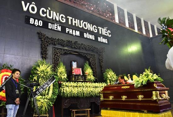 """Dàn nghệ sĩ Việt khóc nghẹn đưa tiễn """"ông trùm hài Tết"""" Phạm Đông Hồng - Ảnh 1"""