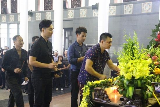 """Dàn nghệ sĩ Việt khóc nghẹn đưa tiễn """"ông trùm hài Tết"""" Phạm Đông Hồng - Ảnh 5"""