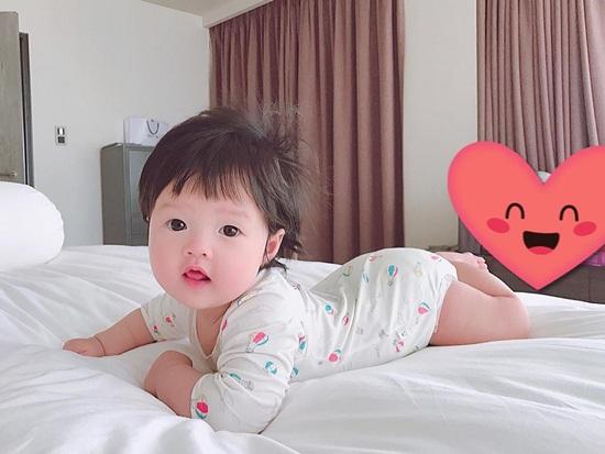 Lần đầu lộ ảnh cận mặt siêu đáng yêu của con gái Đặng Thu Thảo - Ảnh 1