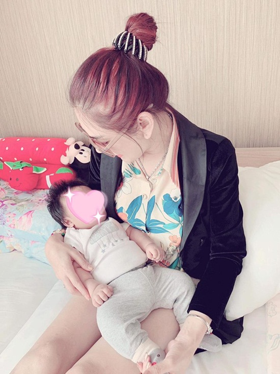 Lâm Khánh Chi tiết lộ ảnh con trai sinh bằng phương pháp mang thai hộ - Ảnh 3