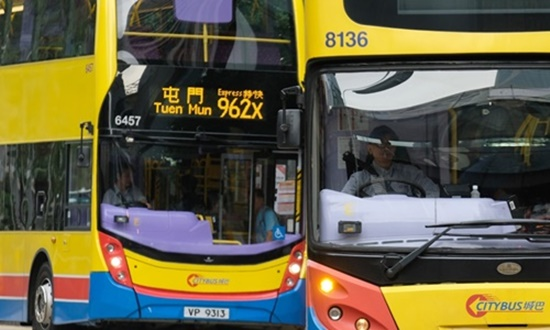 Nhà tạo mẫu tóc bị bắt vì cắt phăng mái tóc cô gái ngủ gật trên xe buýt - Ảnh 1