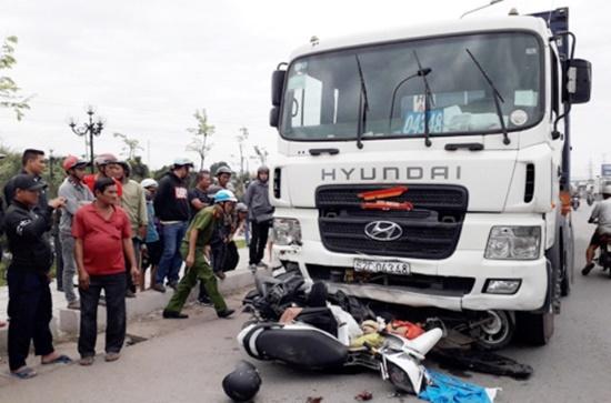 Container tông hơn 20 xe máy ở Long An chạy với tốc độ bao nhiêu khi xảy ra tai nạn? - Ảnh 1