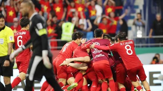 """Việt Nam vào tứ kết Asian Cup, truyền thông châu Á """"không thể tin nổi"""" - Ảnh 2"""