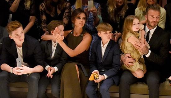 Victoria Beckham giao nhân viên xử lý tin đồn ly hôn: Tôi rất bực bội - Ảnh 2