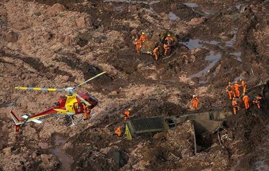 Vỡ đập kinh hoàng ở Brazil: Huy động trực thăng tìm kiếm hàng trăm nạn nhân mất tích - Ảnh 1