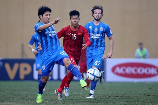 U22 Việt Nam hòa Ulsan Hyundai (Hàn Quốc) trong trận đấu thầy Park dự khán - Ảnh 2