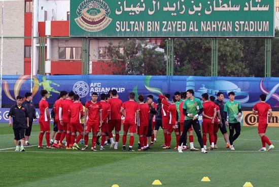 Asian Cup 2019: Cận cảnh buổi tập đầu tiên của tuyển Việt Nam tại UAE - Ảnh 10