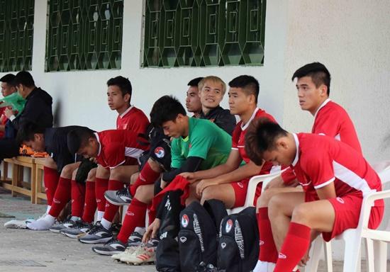 Asian Cup 2019: Cận cảnh buổi tập đầu tiên của tuyển Việt Nam tại UAE - Ảnh 1