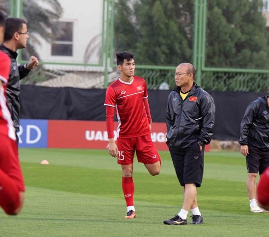 Asian Cup 2019: Cận cảnh buổi tập đầu tiên của tuyển Việt Nam tại UAE - Ảnh 2