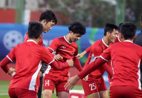 Asian Cup 2019: Cận cảnh buổi tập đầu tiên của tuyển Việt Nam tại UAE - Ảnh 3