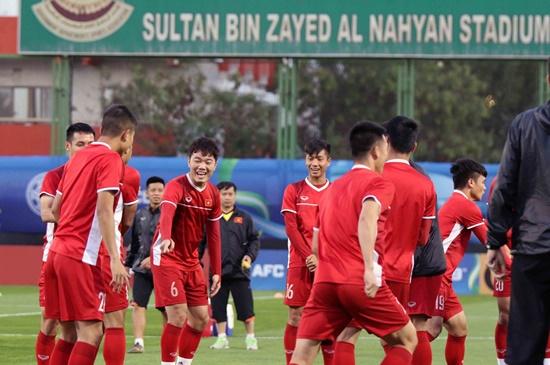 Asian Cup 2019: Cận cảnh buổi tập đầu tiên của tuyển Việt Nam tại UAE - Ảnh 4