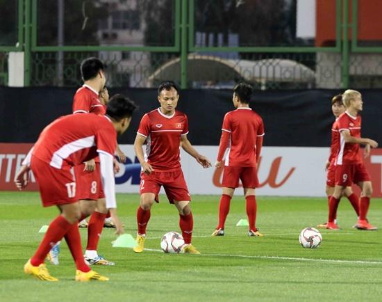 Asian Cup 2019: Cận cảnh buổi tập đầu tiên của tuyển Việt Nam tại UAE - Ảnh 6