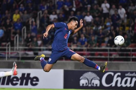 """Vòng loại World Cup 2022: Thái Lan """"hạ gục"""" UAE, lên ngôi đầu bảng G - Ảnh 1"""