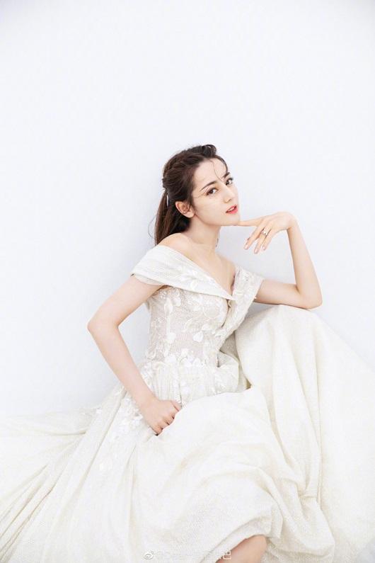 Địch Lệ Nhiệt Ba leo thẳng lên top tìm kiếm xứ Trung vì quá xinh đẹp khi diện váy cưới - Ảnh 3