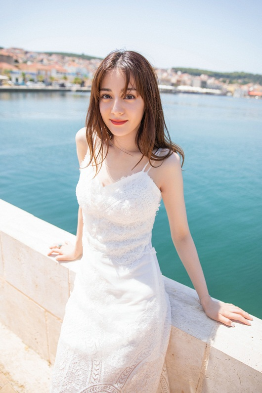 Địch Lệ Nhiệt Ba leo thẳng lên top tìm kiếm xứ Trung vì quá xinh đẹp khi diện váy cưới - Ảnh 5