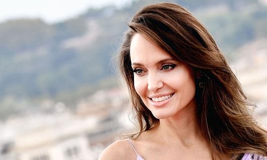 Angelina Jolie lần đầu thừa nhận đau lòng, mất phương hướng sau khi chia tay Brad Pitt - Ảnh 1