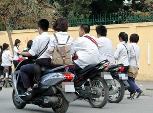 Học sinh vi phạm luật giao thông: Thiếu vắng giáo dục từ gia đình, nhà trường thêm gánh nặng - Ảnh 2