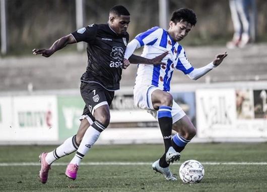 Văn Hậu được đồng đội ở SC Heerenveen hết lời khen ngợi dù vẫn chưa được đá chính - Ảnh 1