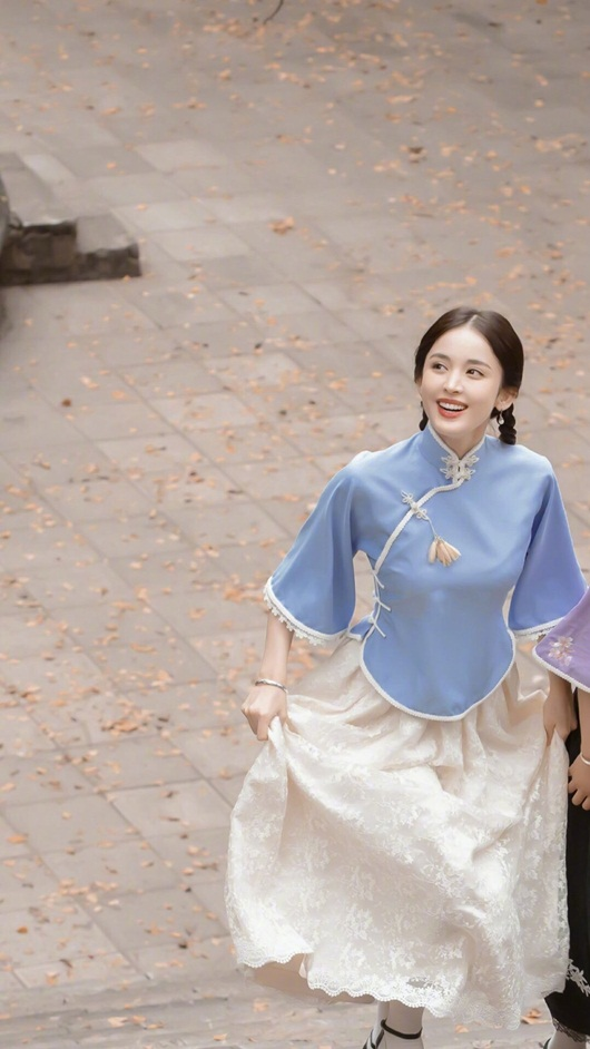 Cổ Lực Na Trát đẹp như tiên nữ với tạo hình thời dân quốc nhưng fan lại lo về diễn xuất - Ảnh 6