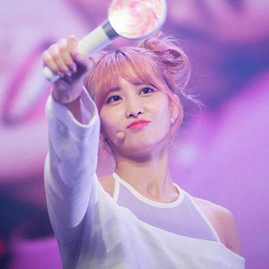 Nữ idol Kpop biến hóa xinh đẹp, dễ thương hết nấc với tóc búi Na Tra - Ảnh 9