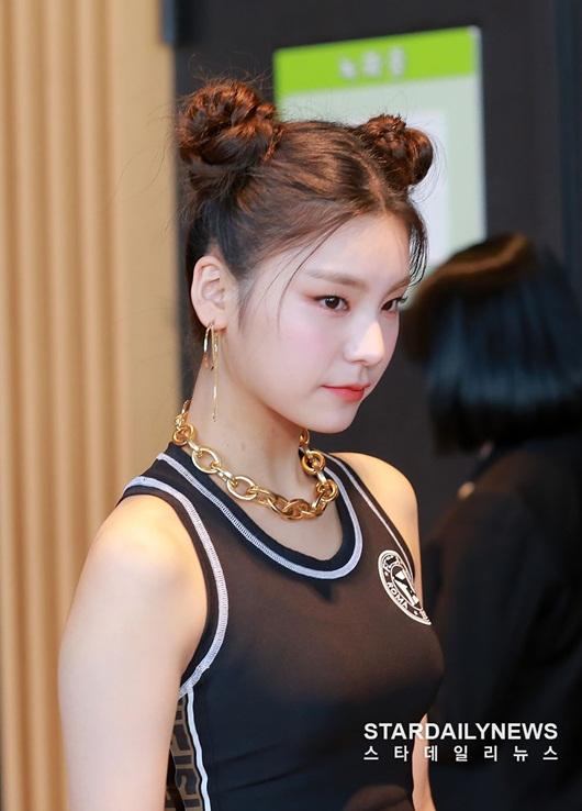 Nữ idol Kpop biến hóa xinh đẹp, dễ thương hết nấc với tóc búi Na Tra - Ảnh 10