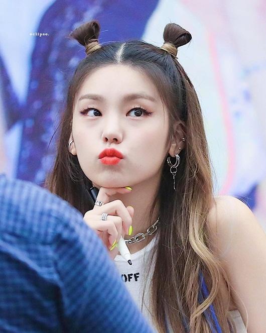 Nữ idol Kpop biến hóa xinh đẹp, dễ thương hết nấc với tóc búi Na Tra - Ảnh 11