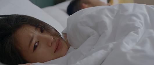 Hoa hồng trên ngực trái tập 23: Khuê tát chồng cũ, San lên giường với phi công trẻ khi vừa ly hôn - Ảnh 5