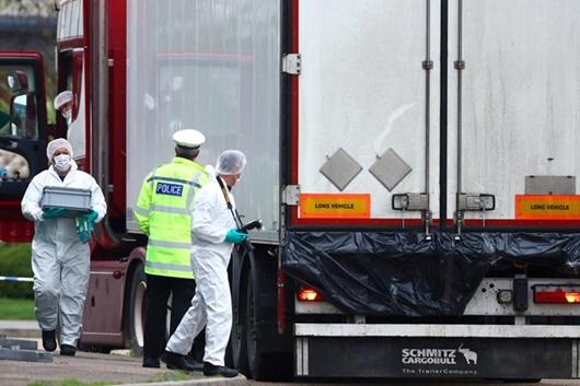 Vụ 39 thi thể trong container ở Anh: Tài xế bất tỉnh sau khoảnh khắc mở thùng xe? - Ảnh 1
