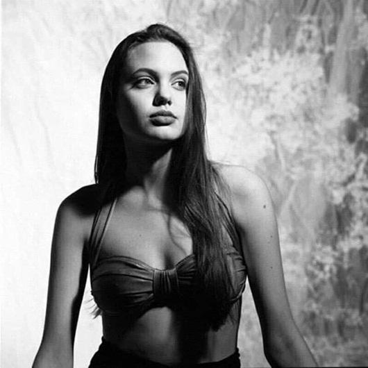 """Hé lộ loạt ảnh bikini quyến rũ """"chết người"""" của Angelina Jolie năm 16 tuổi - Ảnh 8"""