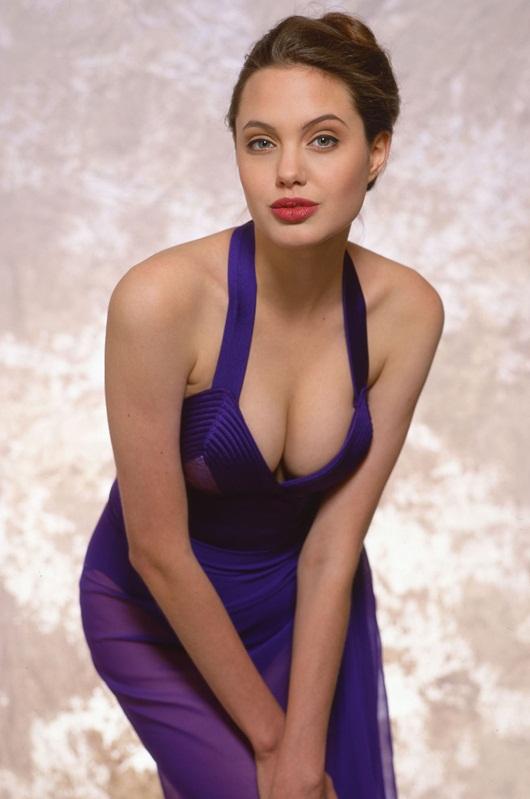 """Hé lộ loạt ảnh bikini quyến rũ """"chết người"""" của Angelina Jolie năm 16 tuổi - Ảnh 6"""