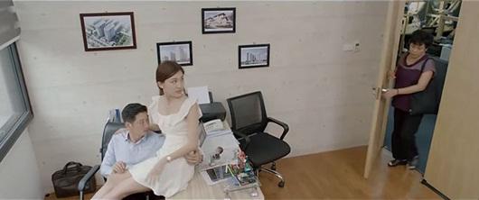 Hoa hồng trên ngực trái tập 17: Khuê đã bị quấy rối mà mẹ ruột còn ra sức gây áp lực khiến cô chấp nhận ly hôn - Ảnh 3