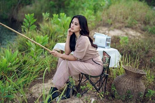 Hoa hậu Tiểu Vy khoe vẻ đẹp tuổi 19 trên cao nguyên M'drak - Ảnh 3