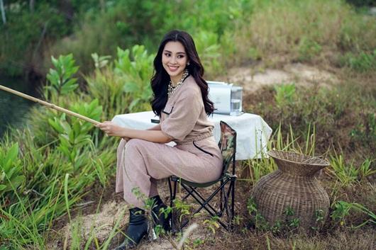Hoa hậu Tiểu Vy khoe vẻ đẹp tuổi 19 trên cao nguyên M'drak - Ảnh 4