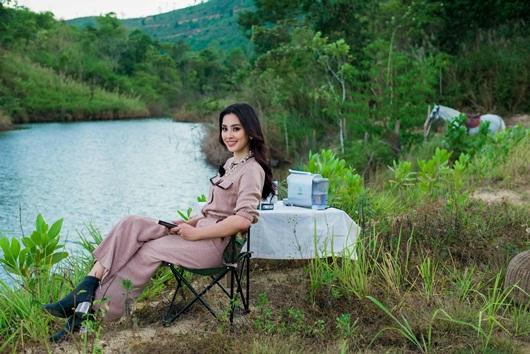Hoa hậu Tiểu Vy khoe vẻ đẹp tuổi 19 trên cao nguyên M'drak - Ảnh 1