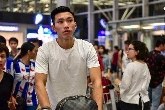Văn Hậu lỡ chuyến bay, hội quân muộn hơn dự kiến với tuyển Việt Nam - Ảnh 1